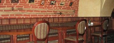 Mollie's Pub / Моллис is one of Где поесть ночью в Петербурге.