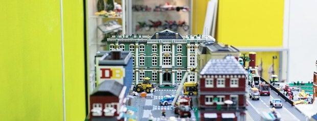 GameBrick. музей-выставка моделей из кубиков LEGO is one of Путеводитель по арт-кластеру «Архитектор».