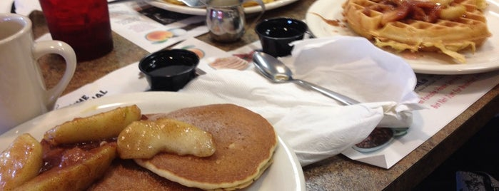 Original Pancake House is one of Locais curtidos por Heather.
