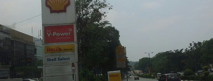 Shell Section 9, Shah Alam is one of Locais curtidos por Rahmat.