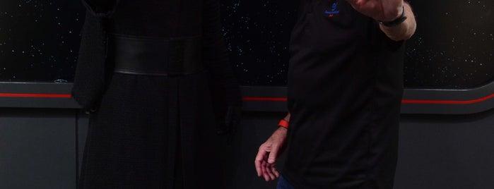 Kylo Ren Encounter is one of Lugares favoritos de Lindsaye.