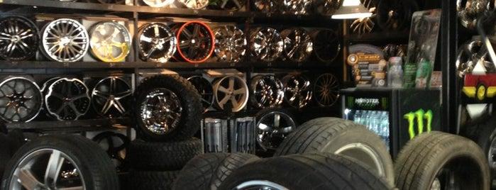 Earl's Tire is one of Lugares favoritos de Derek.