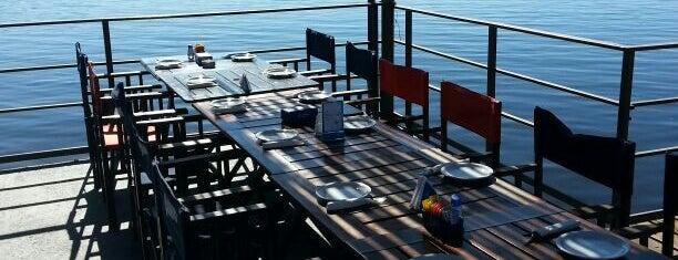 El Bajo Beach & Drinks is one of Estelaさんの保存済みスポット.