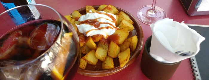 Tres Temps is one of Patatas Bravas de Barcelona.