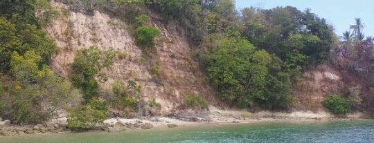 Praia da Argila is one of สถานที่ที่ Luis ถูกใจ.