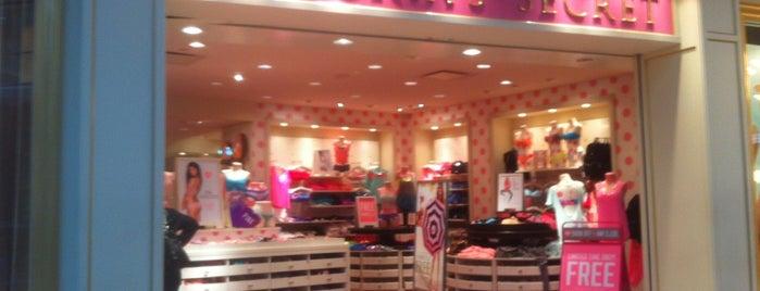 Victoria's Secret PINK is one of Orte, die Aaron gefallen.