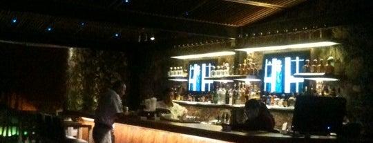R Deck & Lounge is one of Heshu 님이 좋아한 장소.
