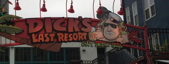 Dick's Last Resort is one of Tempat yang Disukai Charles.