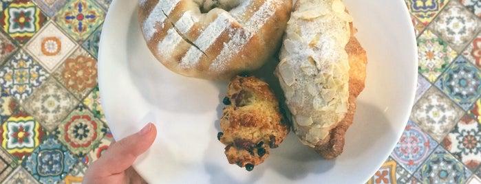 Fascino Bakery & Café is one of Shuang'ın Beğendiği Mekanlar.