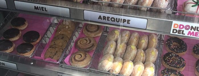 Dunkin Donuts is one of Orte, die Emily gefallen.