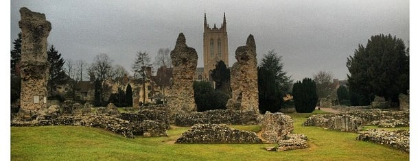 Bury St Edmunds Abbey is one of Lugares favoritos de Carl.