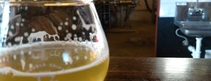 Double Shift Brewing Company is one of KC Q and Brew.