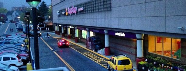 Super Stop & Shop is one of Lugares favoritos de Dawn.