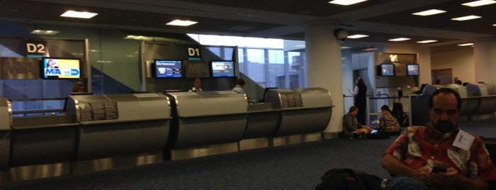 Gate D1 is one of Lugares favoritos de Pao.