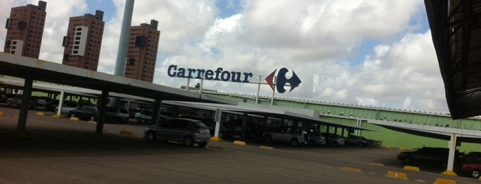 Carrefour is one of Locais curtidos por Cesar Rodrigues.