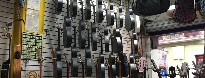 Music Shop is one of Luis'in Beğendiği Mekanlar.
