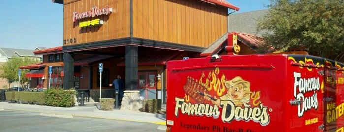 Famous Dave's is one of Locais curtidos por Guilherme.