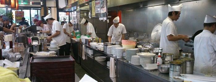 南京亭 東大和店 is one of สถานที่ที่บันทึกไว้ของ 東京人.