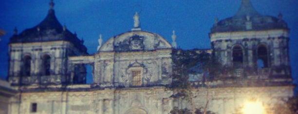 Parque Central de León is one of Lugares favoritos de Eyal.