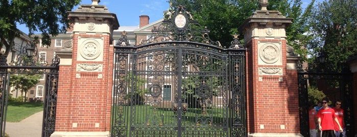 Brown University is one of Orte, die Cole gefallen.