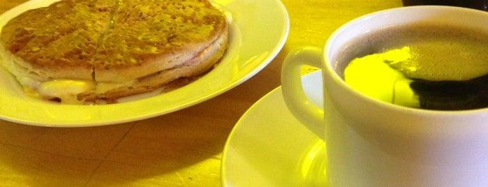 Cafe Paxin Rodoviario Valparaíso is one of Tempat yang Disukai Julio.