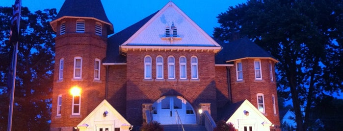 Stockbridge Township Hall & Town Hall Players is one of สถานที่ที่ Joanna ถูกใจ.