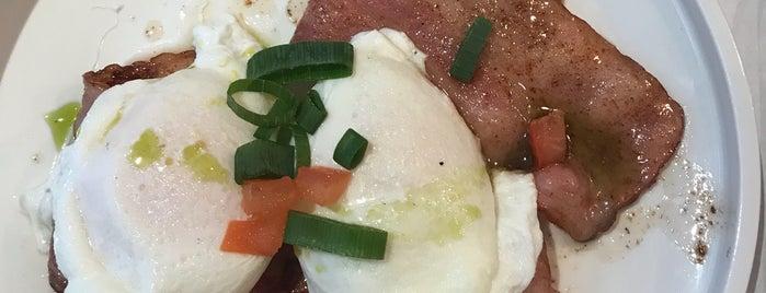Achiel ontbijt - lunch is one of Locais salvos de Diego.