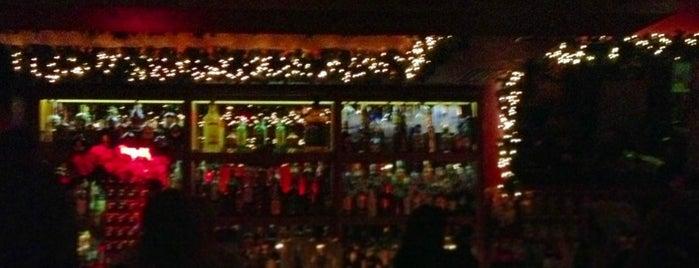 Bourbon Bar is one of Αξιζει σου λεω (Καφές-Ποτό)!!!.