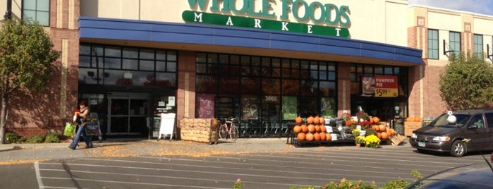 Whole Foods Market is one of Locais curtidos por Mackenzie.