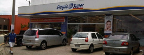 Drogão Super is one of Lugares favoritos de Fernando.
