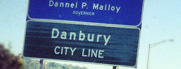 Connecticut/New York State Border is one of Orte, die Dave gefallen.