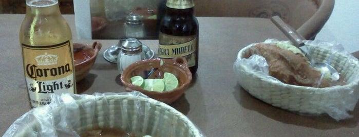 Las Tapatias - Tortas Ahogadas y Carnes en su Jugo is one of Tortas ahogas y Birria.