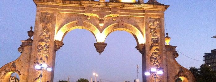 Los Arcos de Zapopan is one of Jhalyv'ın Beğendiği Mekanlar.