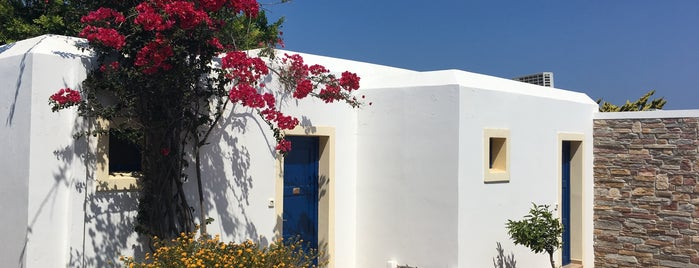 Naxos Palace Hotel is one of Lugares favoritos de Onur.