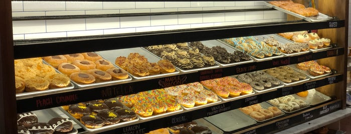 Donut Crazy is one of Lieux qui ont plu à Charles.