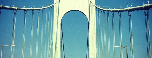 Bronx-Whitestone Bridge is one of Locais curtidos por Jason.