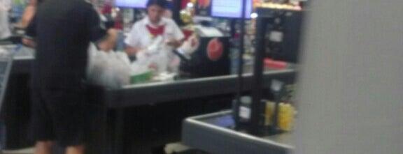 Hirota Supermercados is one of Locais curtidos por Ronaldo.