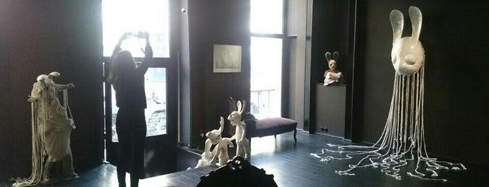 Galerie Da-End is one of Paris.