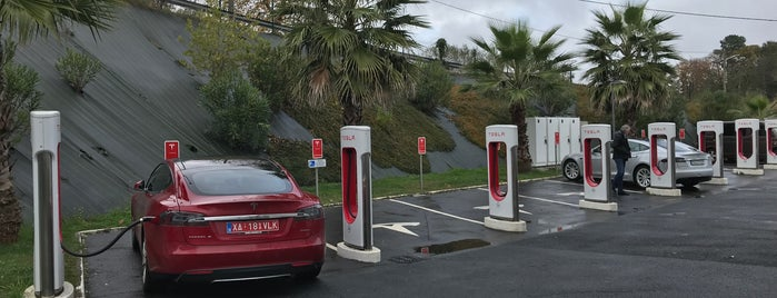 Tesla Supercharger Bayonne is one of Superchargeurs Tesla en France.