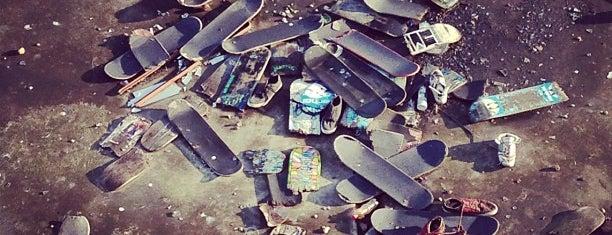 Skateboard Graveyard is one of Чертов отпуск.