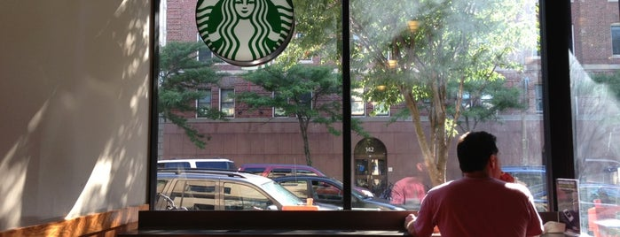 Starbucks is one of Posti che sono piaciuti a DZalumni.
