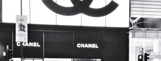 CHANEL is one of Posti che sono piaciuti a Ah-liv.
