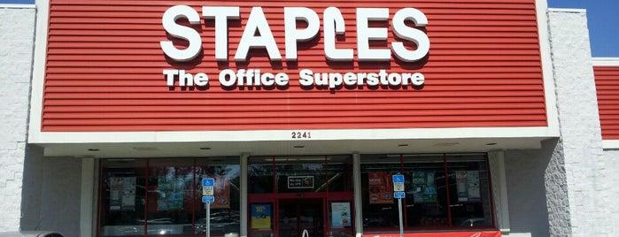 Staples is one of Charles'in Kaydettiği Mekanlar.