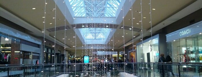 Ross Park Mall is one of Tempat yang Disukai Julie.