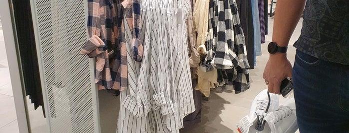 H&M is one of สถานที่ที่บันทึกไว้ของ Fahad.