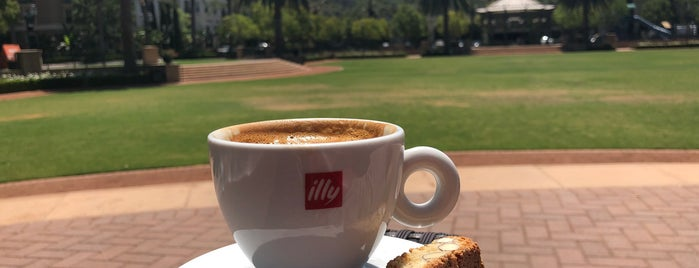 Le Cafe is one of Lugares favoritos de On Your.