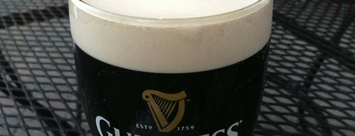Auld Dubliner Irish Pub is one of Tempat yang Disukai Jonathan.