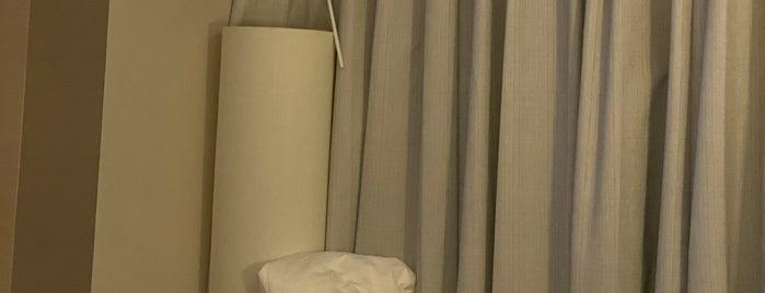 Harborside Hotel is one of Posti che sono piaciuti a Burchin.