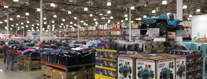 Costco Wholesale is one of Danさんのお気に入りスポット.