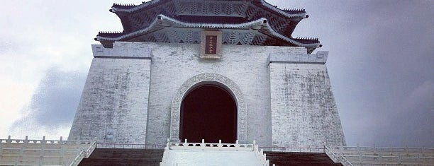 Chiang Kai-Shek Memorial Hall is one of Taipei Tourist Spots.